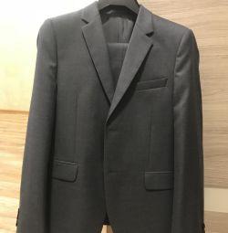 Новый костюм 158 Roderick
