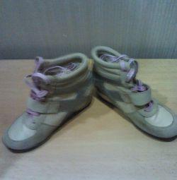 Pantofi, adidași
