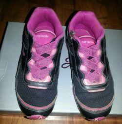 Spor ayakkabı ,, Reebok ,, çocuklar (astarı üzerinde 17,5-18 cm)