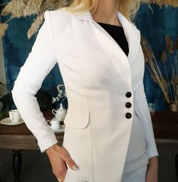 Costum alb de pantaloni