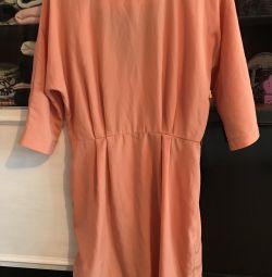 Φόρεμα από την Cyrus Plate