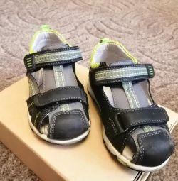 Sandale 24 r în stare bună