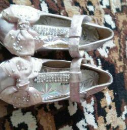 Продам красиві туфельки для принцеси