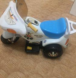 Μοτοσικλέτα στη μπαταρία