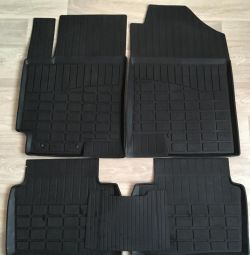 Car mats on the KIA RIO X-Line