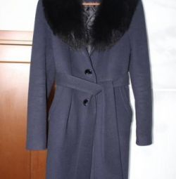 Coat with fox fur