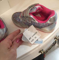 Кроссовки для девочки новые р26
