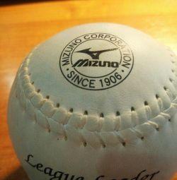 Мяч бейсбольный - профессиональный из Японии.