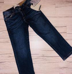 Jeans Zara pentru o fata de 4-5 ani