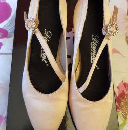 Παπούτσια Yu-1, Ιταλία, Charles, για χορό χορού