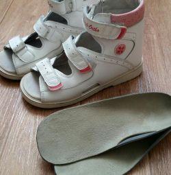 Sandale ortopedice