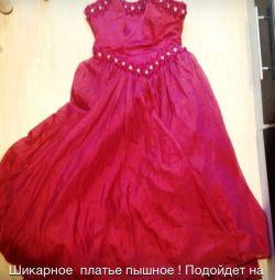 Chic φόρεμα για αποφοίτηση! Στην περίπτωση του σούπερ