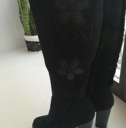 Όμορφες νέες μπότες