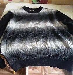 O să dau un pulover negru pentru un bărbat