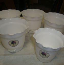 Flower pots double bottom