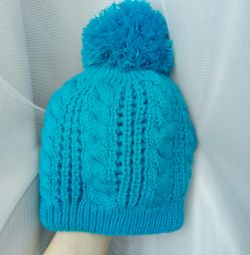 Hat 52-54 on the girl new