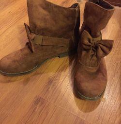 Heated half-boots