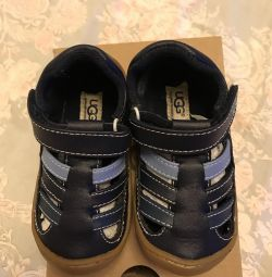 Nat. leather Sandals (new) UGG for a boy 22.5 r