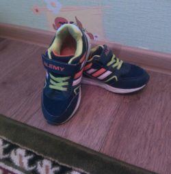 Spor ayakkabı s. 34, iç taban 21 cm