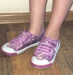 Αθλητικά παπούτσια 34r. για το κορίτσι