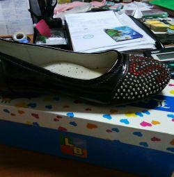 Pantofi noi 33, 38