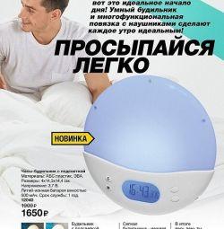 Ceas cu alarmă retroiluminat
