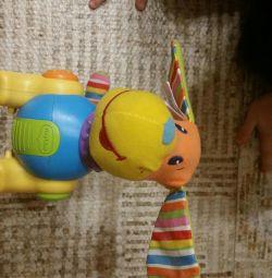 Cățeluș de jucărie Tiny Love Freddie mă prinde