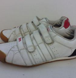 Кроссовки фирмы Lonsdale (Англия) 37 размера
