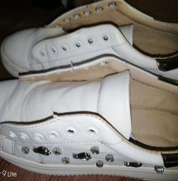 Кроссовки женские белые 36. Кожаные