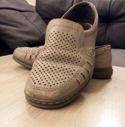 Pantofii sunt din piele bărbătească de vară, autentică