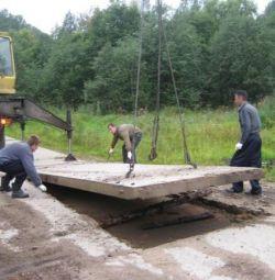 Dismantle road plates.