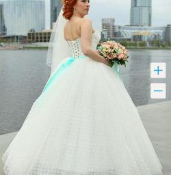 Весільна сукня в горошок