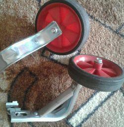 Auxiliary wheels