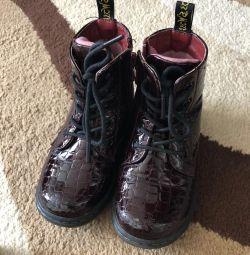 Pantofi din piele patentată