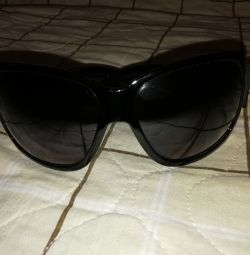 Îți dau ochelari de soare liberi