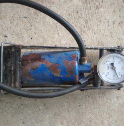 Automobile pump, foot