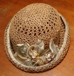 дамський капелюшок
