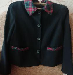Костюм для девочки пиджак+юбка.