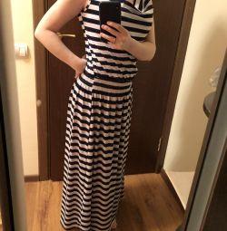 Yeni bir yazlık elbise. akciğer