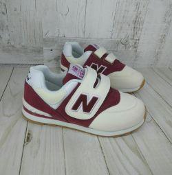 Нові кросівки 32-35