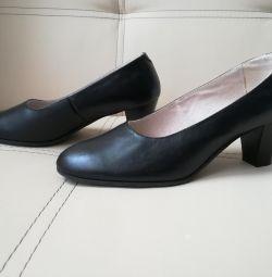 Pantofi din piele Nou