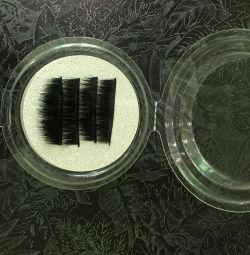 Eyelashes on 3 magnets