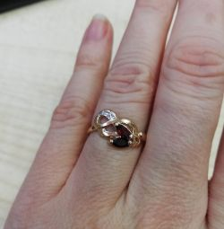 Gold ring with pomegranate and diamond