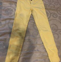 Яркие джинсы