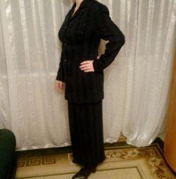 Costum clasic - două (jachetă + fustă).