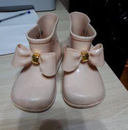 Μοντέρνες μπότες από καουτσούκ
