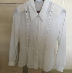 Bluză albă de dimensiune 40-42
