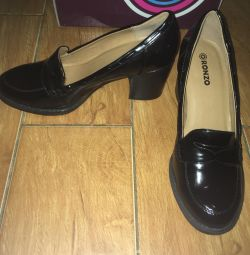 Туфлі жіночі лаковані