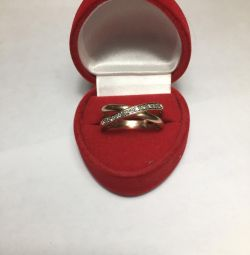 Gold ring with 10 diamonds