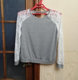 T-shirts with lace
